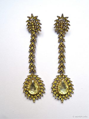Vintage Rhinestone Earrings. Lemon-Yellow-Toned Rhinestone Jewelry. Antique jewelry design made ​​in Gablonz. Art deco jewellery