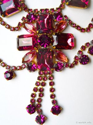 Vintage costume jewelry. Rhinestone Necklace, Ruby Red-Toned Rhinestone Jewelry from Gablonz. Art deco style jewellery.