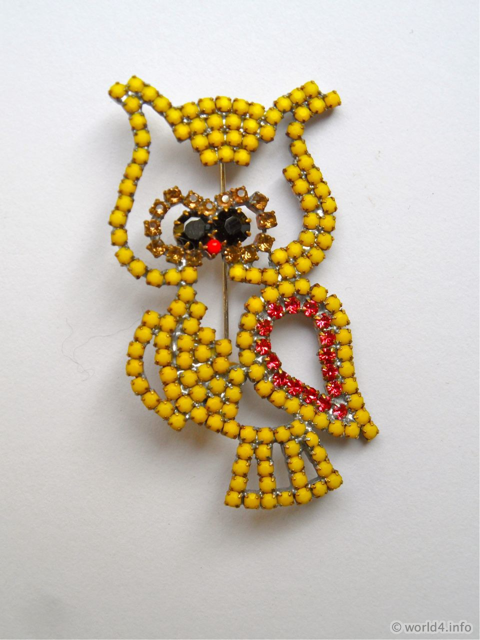Owl Vintage Rhinestone Brooch. Yellow-Toned Rhinestone Costume Jewelry from Gablonz. Art deco style jewellery.