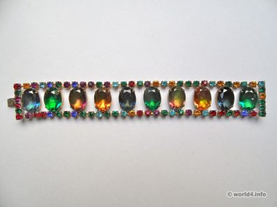 Rhinestones collar. Vintage bohemian fashion jewelry. Art deco style. Gablonz.