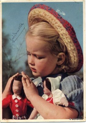 German girl with dolls and straw hat. Postcard 1940s. German Child costume and fashion