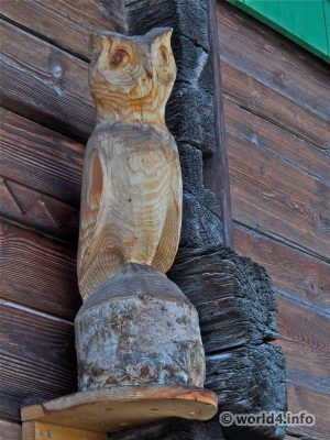 Owl sculpture made ​​of wood. House Outdoor Decoration. New Switzerland design