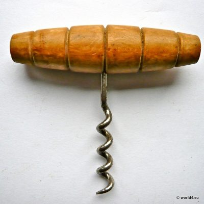 Old corkscrew, tire-bouchon, destapacorchos. Collectible Tool.